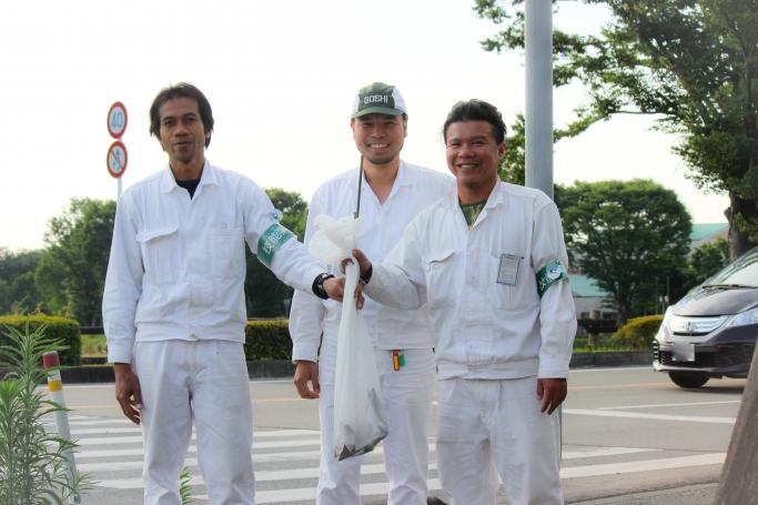 タイからの実習生(左/右)とベトナムからの実習生(中央)