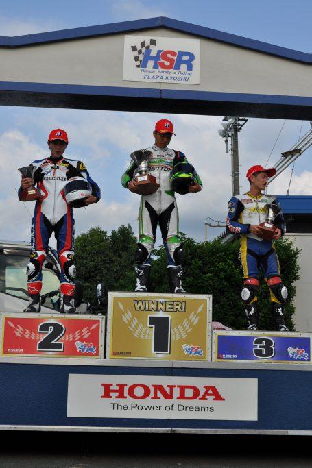 2位入賞の#54田尻選手(左)