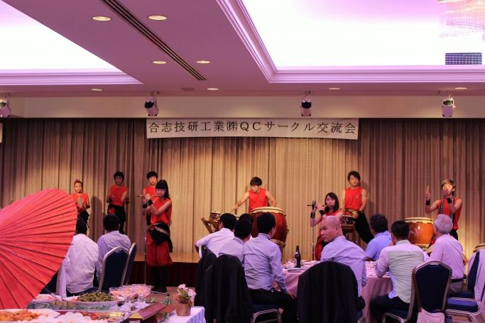 交流会では日本舞踊・和太鼓が披露されました。