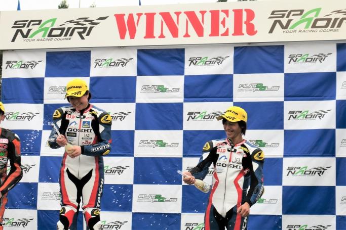 JP250 優勝 片山選手(左)、3位 山内選手(右)