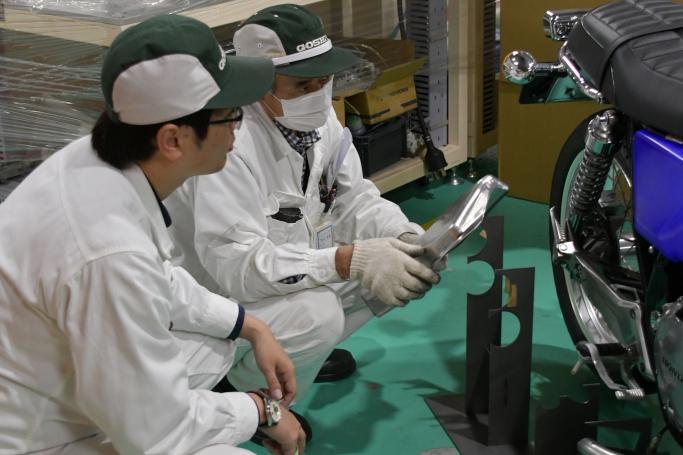 GOSHIの技術を詰め込んだ大型車のカスタム。大事な部分はベテラン社員のノウハウを借りて製作中!