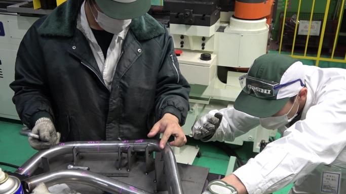 全部門の協力を得ながら1つ1つ、カスタム車の部品が仕上がっております。