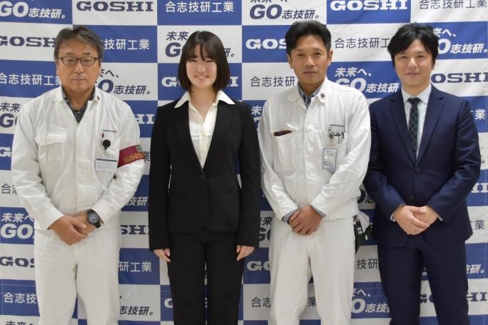 左から2番目 梶山 采千夏(かじやま さちか)選手
