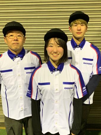 写真中央 梶山 采千夏(かじやま さちか)選手