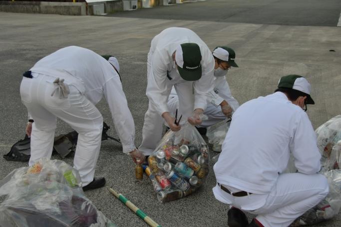 拾ったゴミはキチンと分別します