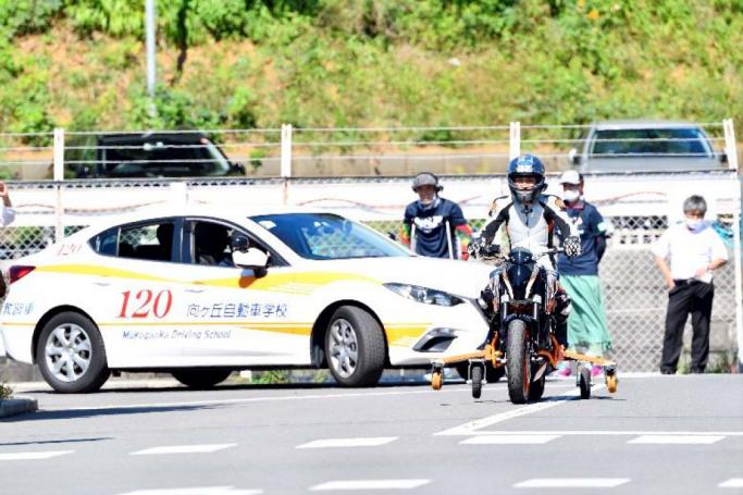 視覚障がい者の方が自身の力でオートバイ走行!